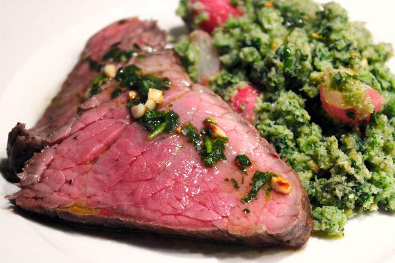 Broccolicouscous met spinazie, rosbief en dragondressing (Sandra Bekkari)