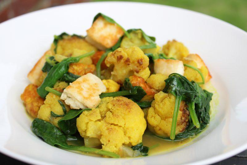 Currybloemkool met halloumi en spinazie