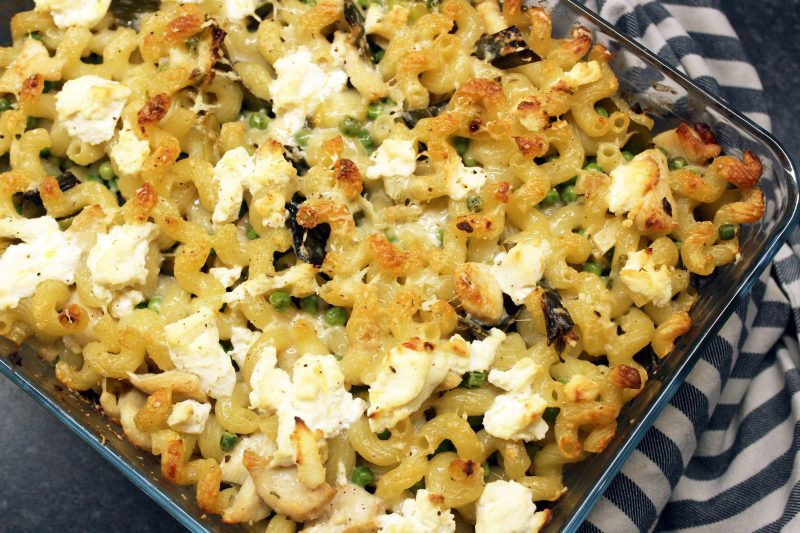 Gegratineerde pasta met kip, prei en erwtjes (Jamie Oliver)