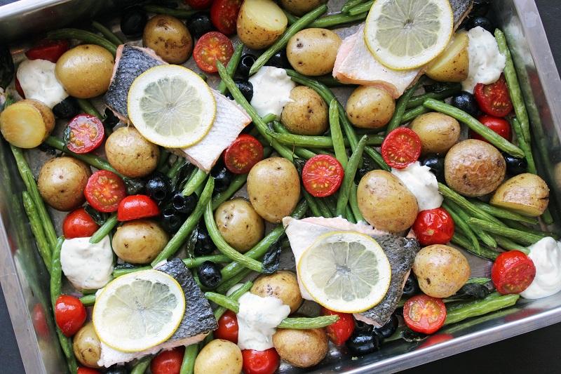 Geroosterde zalm met groentjes (Jamie Oliver)