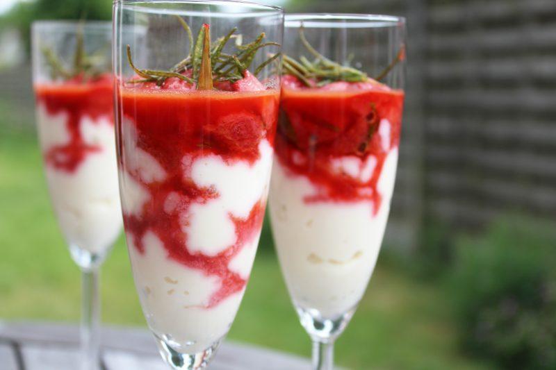 Gestoofde aardbeien met ricotta en honing (Pascale Naessens)