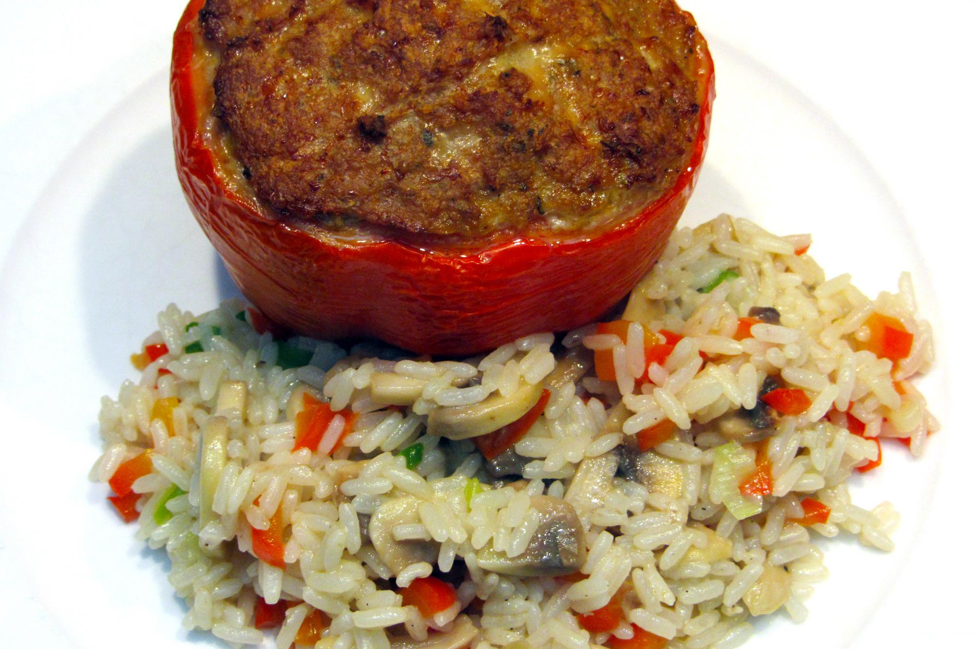 Gevulde paprika's met gebakken rijst