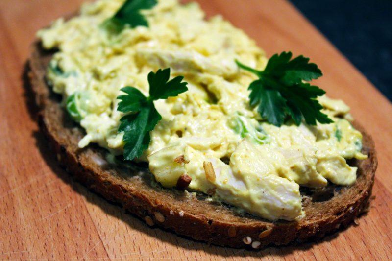 Gezonde kip-currysalade (Sandra Bekkari)