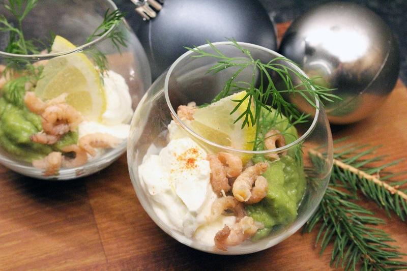 Glaasje met garnalen en avocado