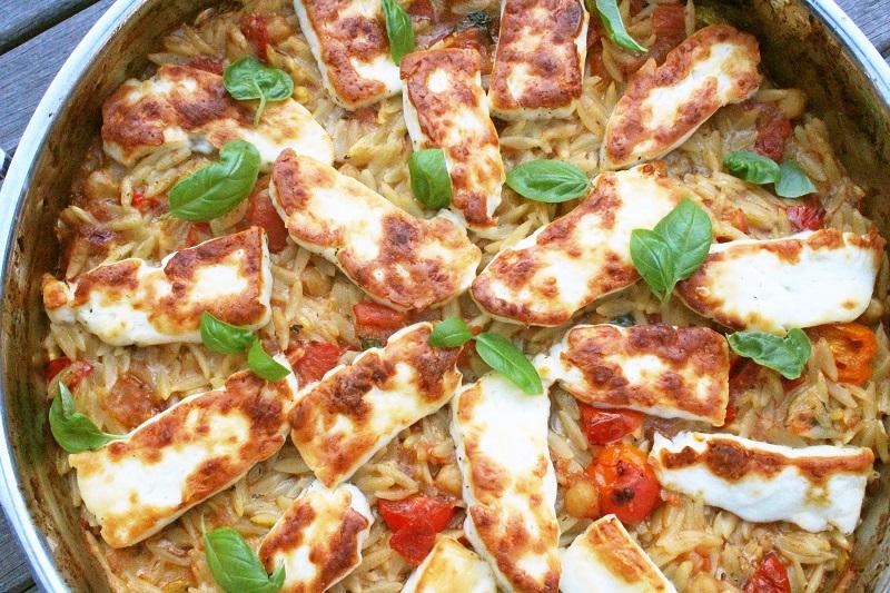 Griekse pasta met halloumi