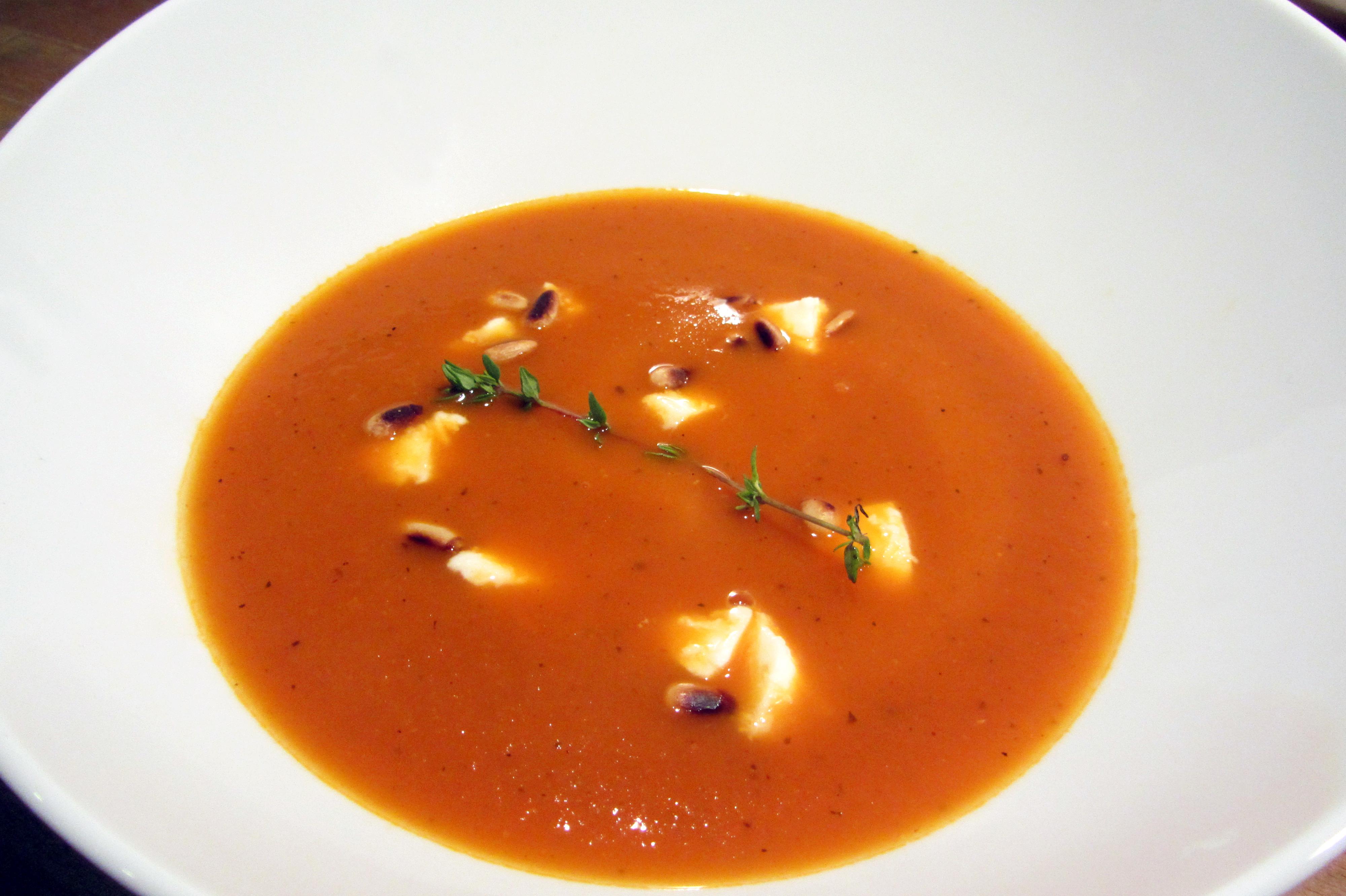 Italiaans tomatensoepje met mozzarella