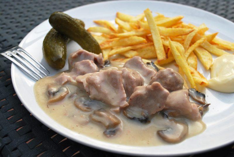 Kalfsfricassee met verse frietjes