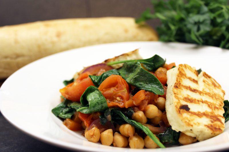 Kikkererwtenstoofpotje met spinazie en halloumi