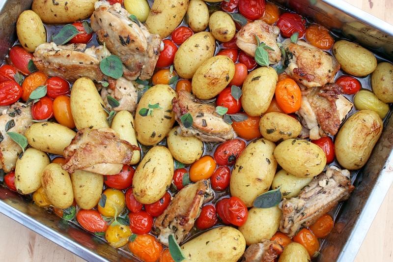 Kippendijen met nieuwe patatjes (Jamie Oliver)