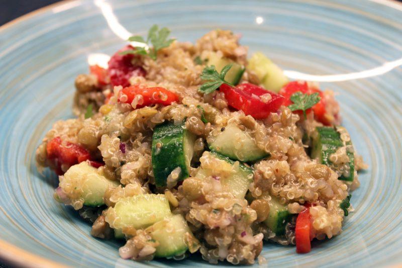 Knapperig quinoaslaatje met linzen (Colruyt)