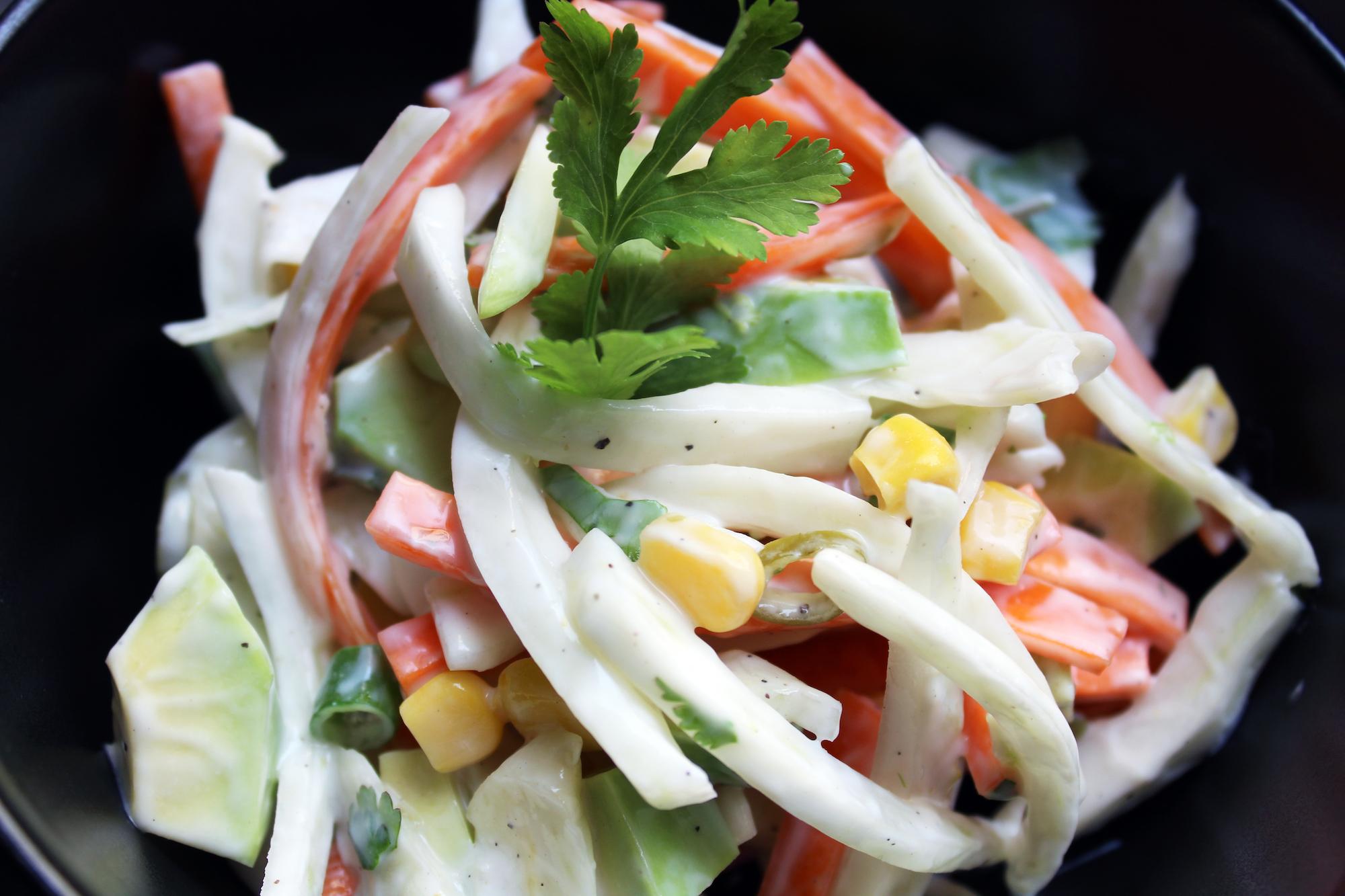 Knapperige salade met venkel en yoghurt