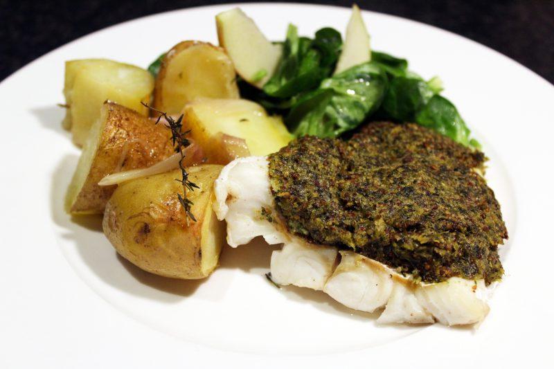 Koolvis met aardappelen in de oven en veldsla (Jeroen Meus)