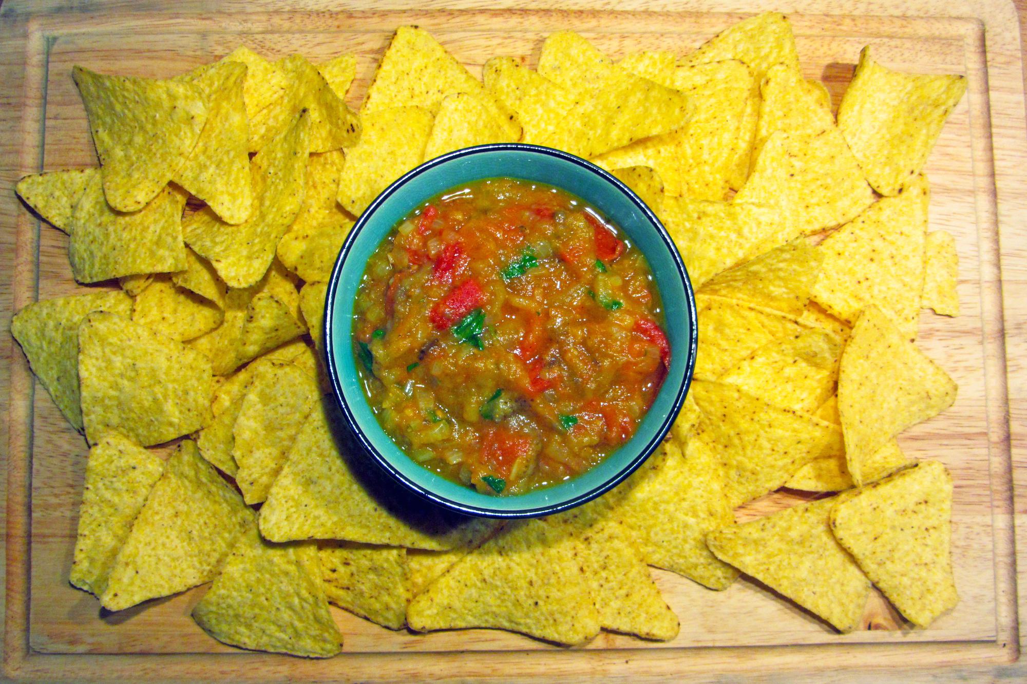 Kruidige auberginedip met tortillachips (Jamie Oliver)