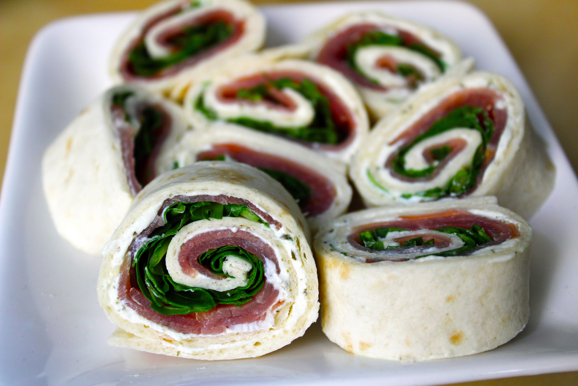 Lenterolletjes met gerookte ham en rucola