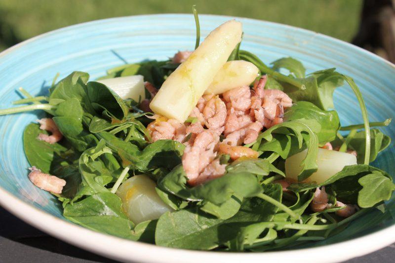 Lentesalade met asperges en garnalen