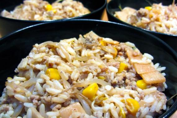 Nasi Goreng met gehakt en bamboe
