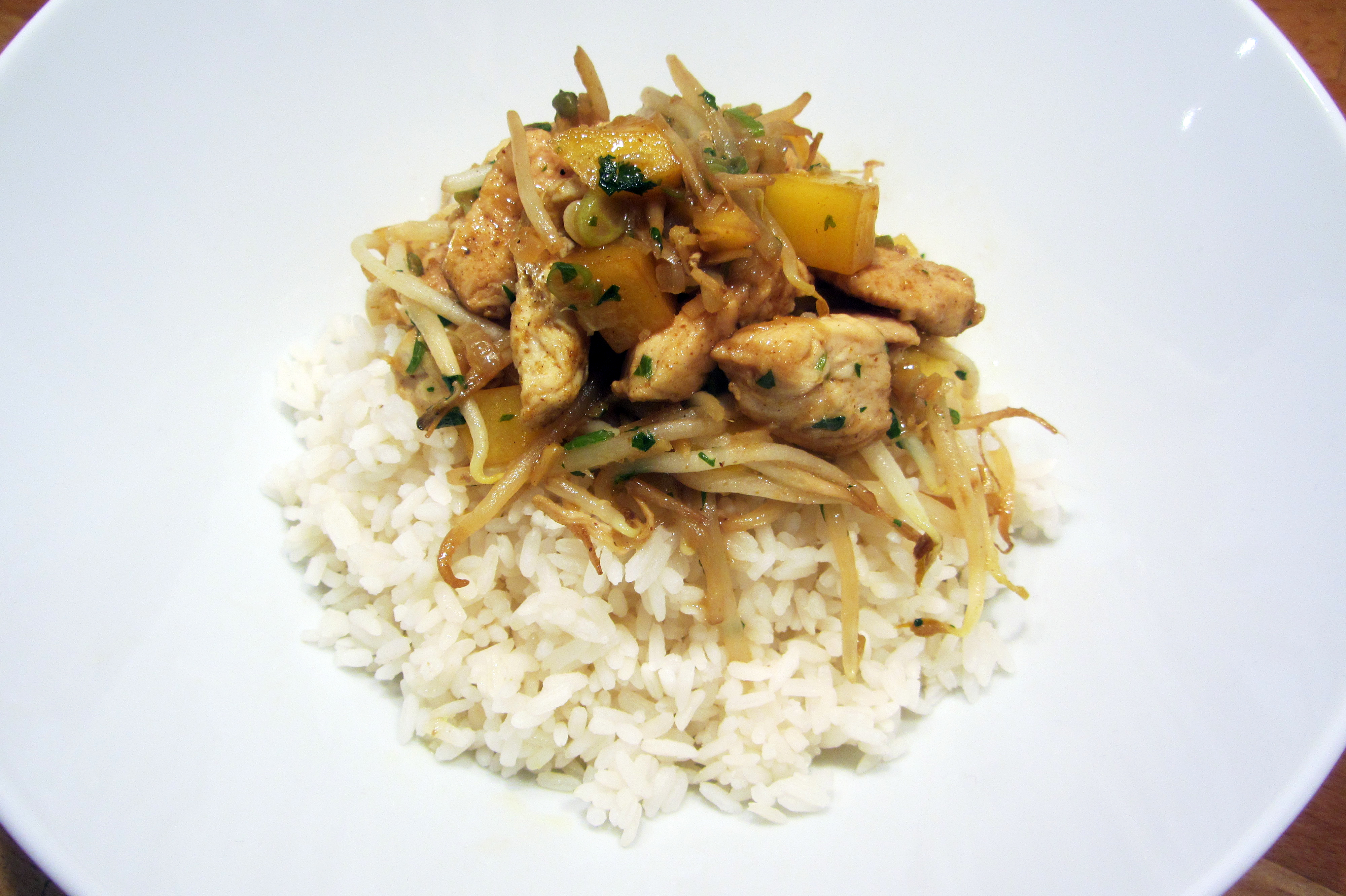 Oosterse kippenblokjes met mango en rijst (Colruyt)