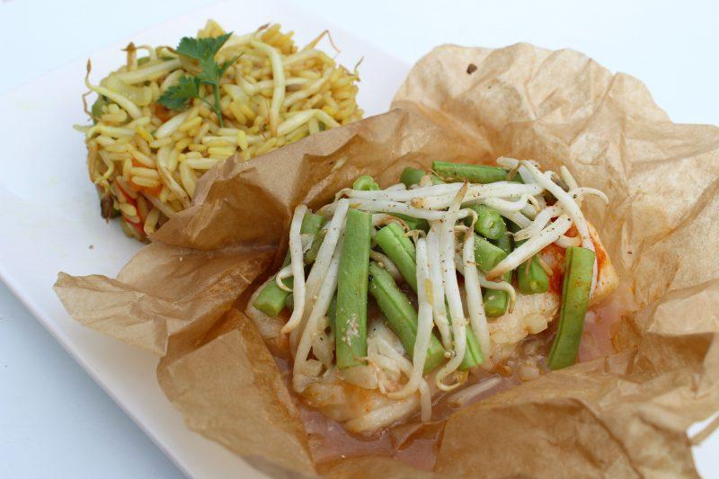 Oosterse vispapillot met gebakken rijst