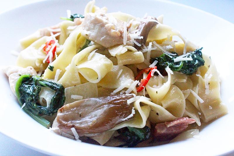 Pasta met kippenoester, spekjes en spinazie (Jeroen Meus)