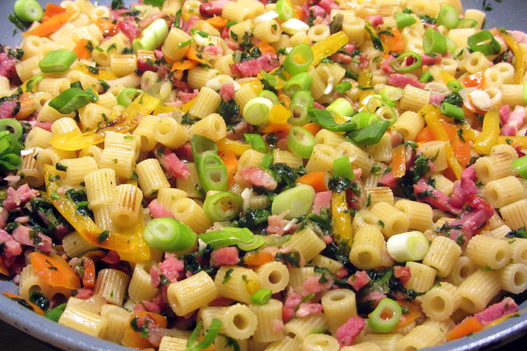 Pasta met spinazie en spekjes