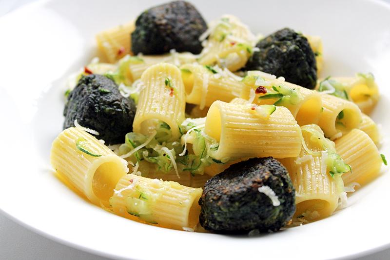 Pasta met spinazieballetjes (Antonio Carluccio)