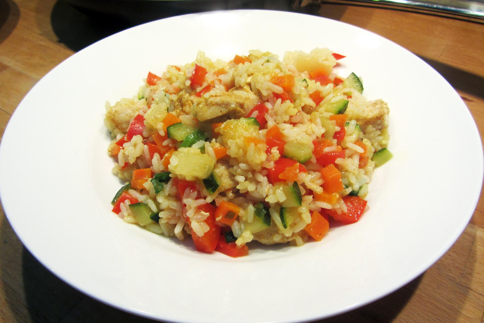 Pittige rijstsalade met kip en ananas