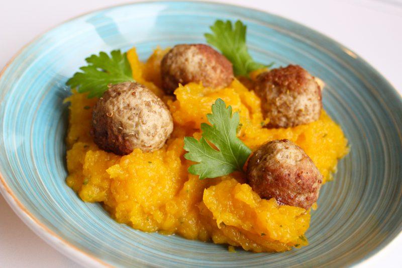 Quinoa-gehaktballetjes met pompoenpuree