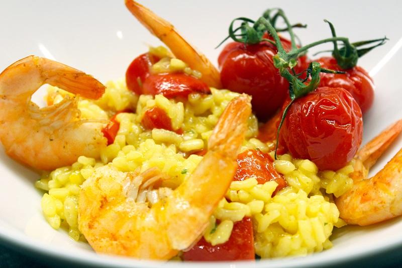 Risotto met geroosterde scampi en paprika