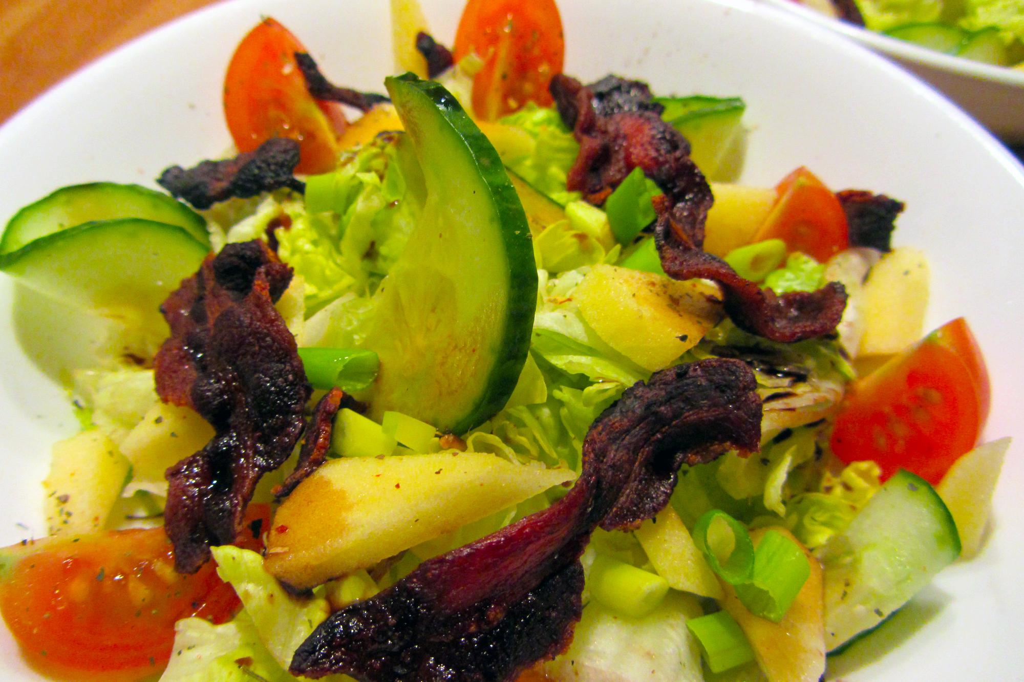 Salade met krokant spek en appel