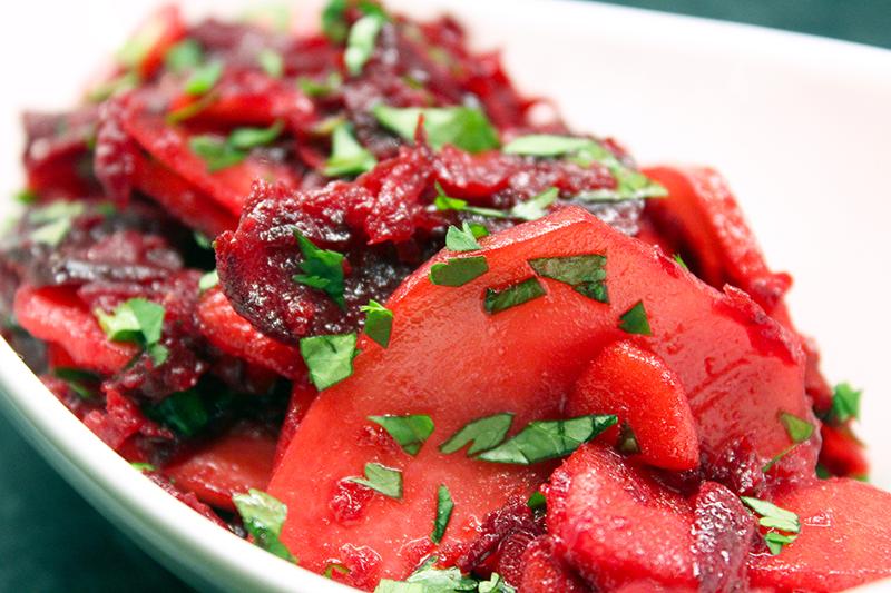 Salade van koolrabi, appel en rode biet (Ottolenghi)
