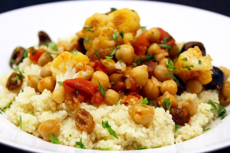 Siciliaans stoofpotje van kikkererwten en bloemkool met couscous (Jamie Oliver)