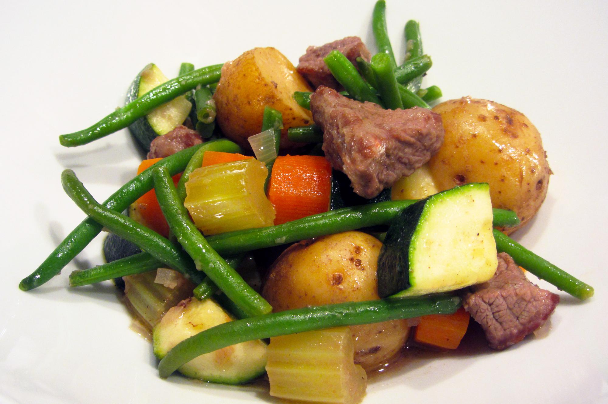 Simpele rundsstoofpot met knapperige groentjes (Jamie Oliver)