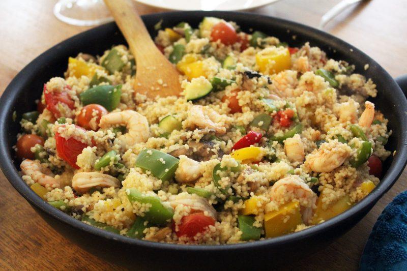 Snelle couscous met scampi en groentjes