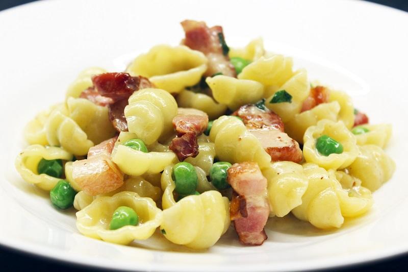 Snelle pasta met erwtjes en spek (Jamie Oliver)