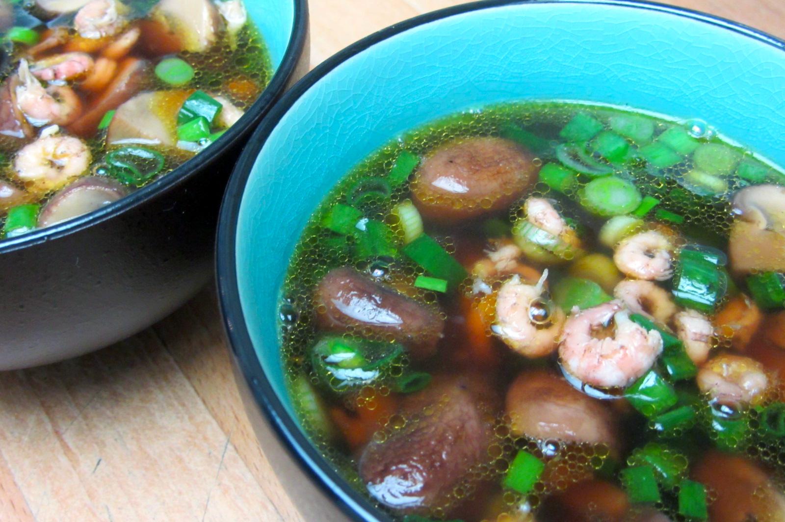 Soepje met champignons, lente-ui en garnalen (Pascalle Naessens)