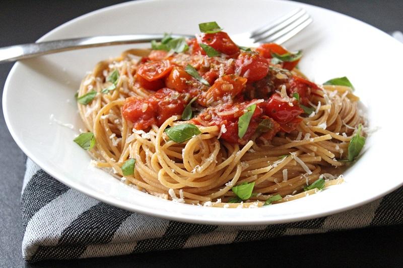 Spaghetti met kerstomatensaus (Ottolenghi)