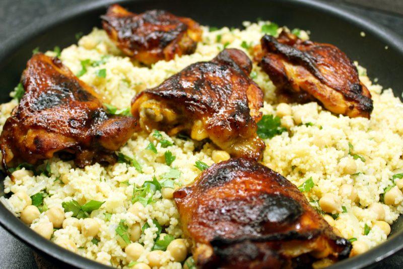 Spicy kippenbovenbouten met couscous