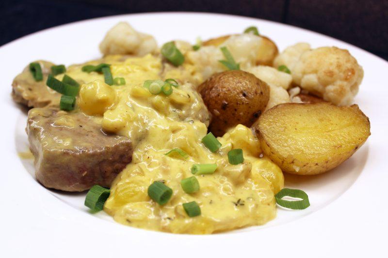 Spiering met bloemkool, aardappelen en pickles (Jeroen Meus)