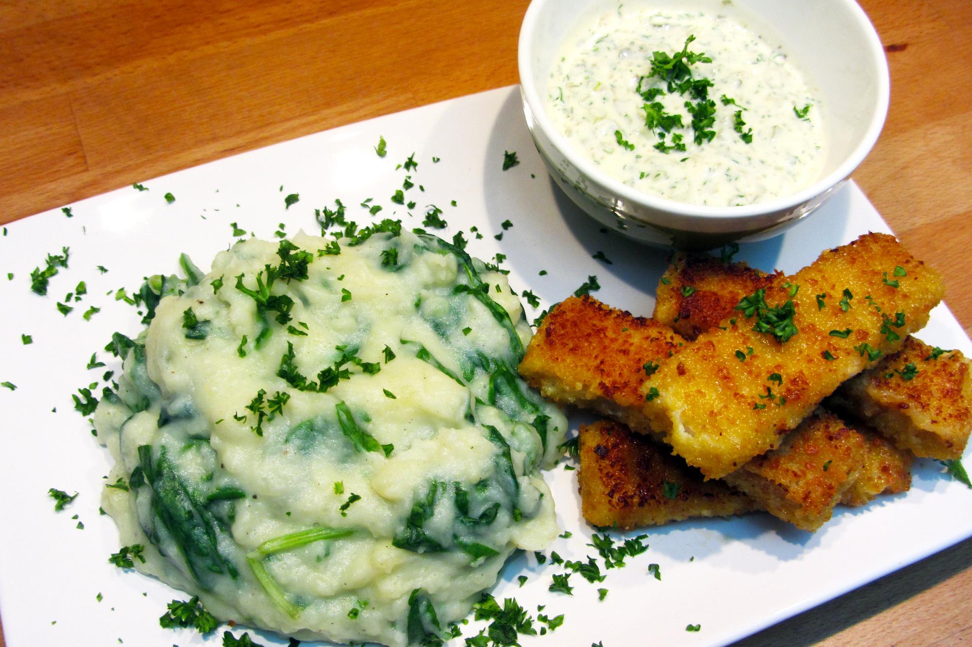 Spinaziepuree met fishsticks en tartaar maison
