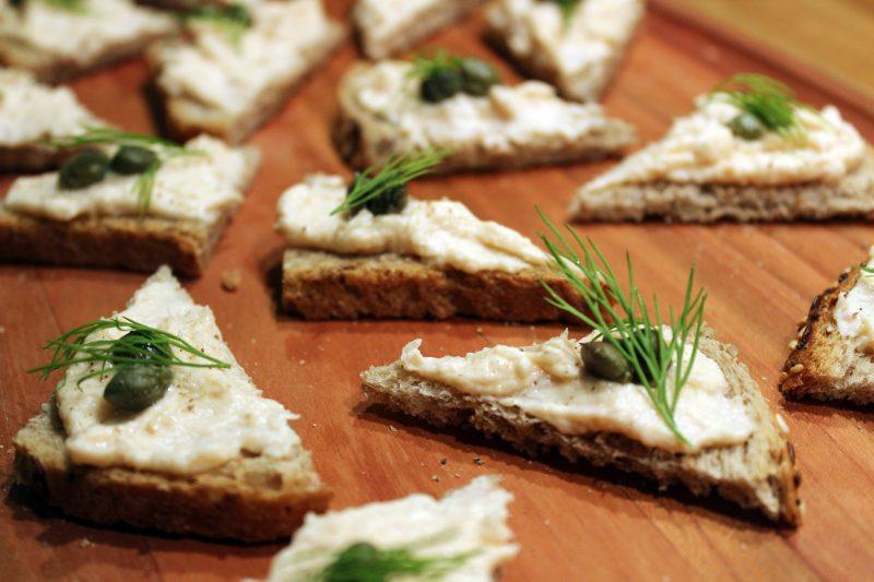 Toastjes met gerookte zalmmousse (Colruyt)