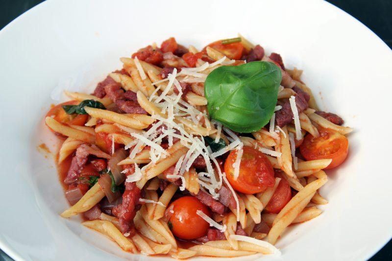 Trofie Liguri met pancetta in rode wijn-tomatensaus