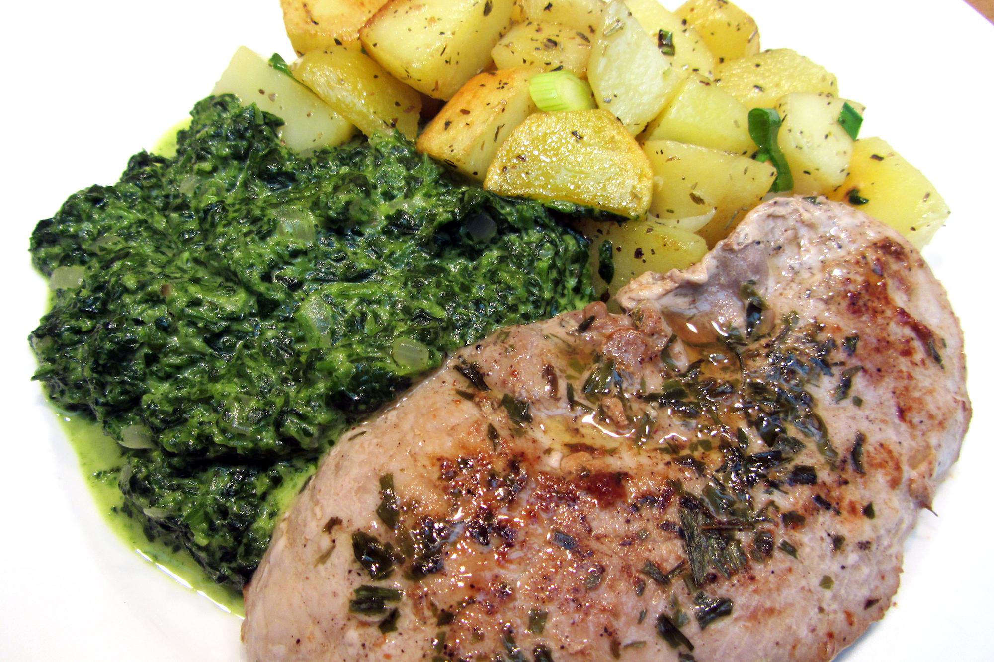 Varkenslapje met spinazieroom en Provençaalse patatjes