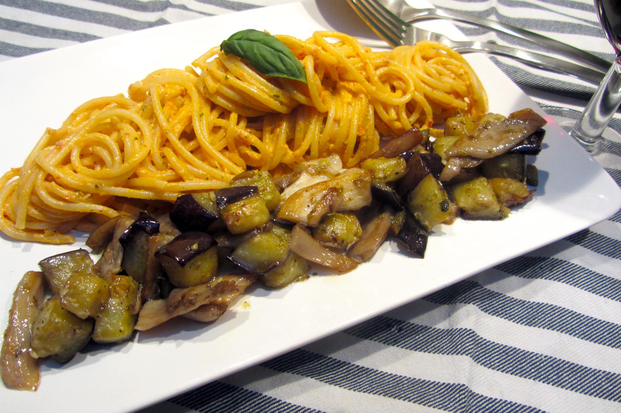 Vegetarische spaghetti met ricottapesto en aubergine