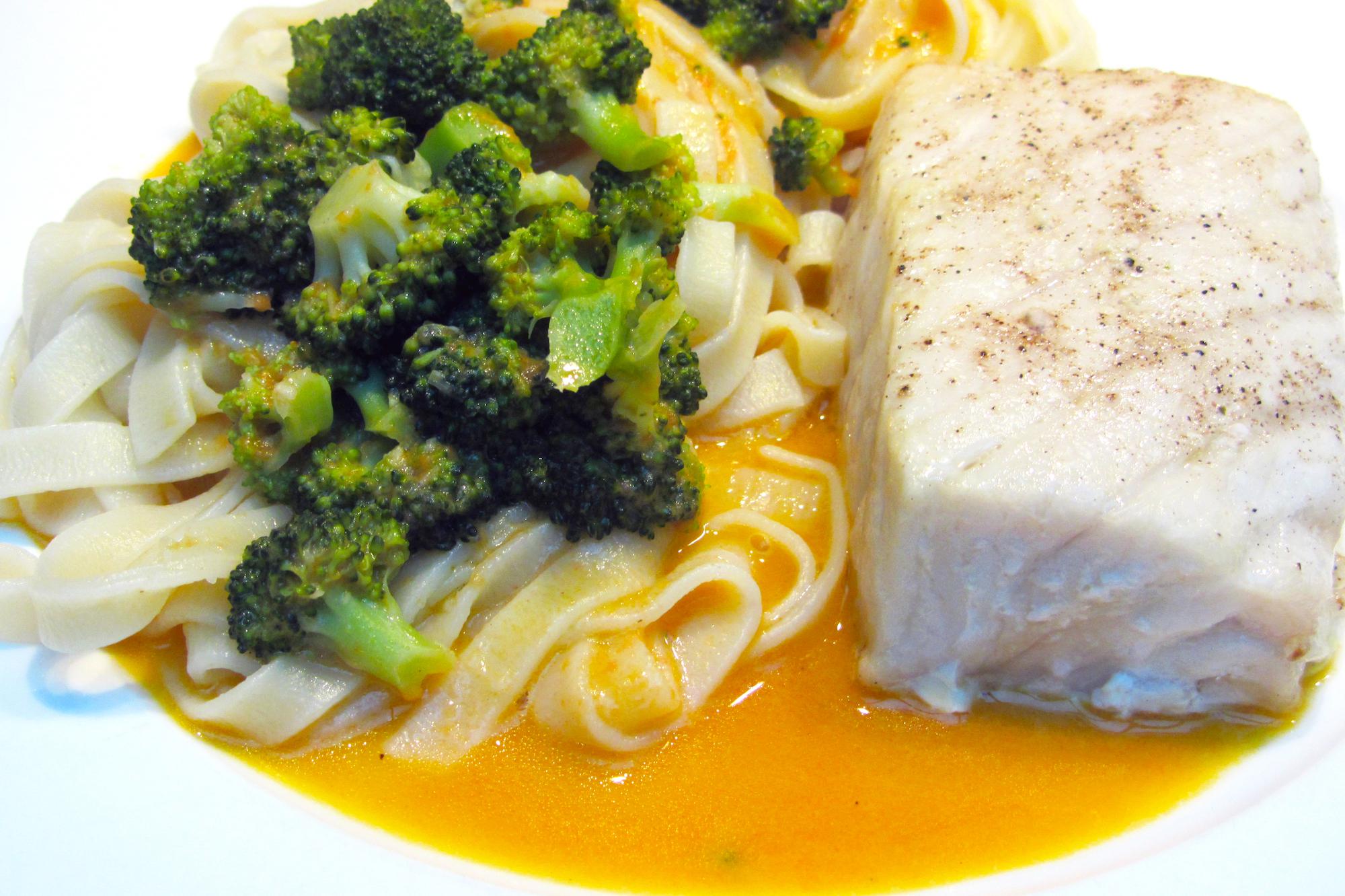 Victoriabaars met tagliatelle en broccoli in Mary-Rose saus