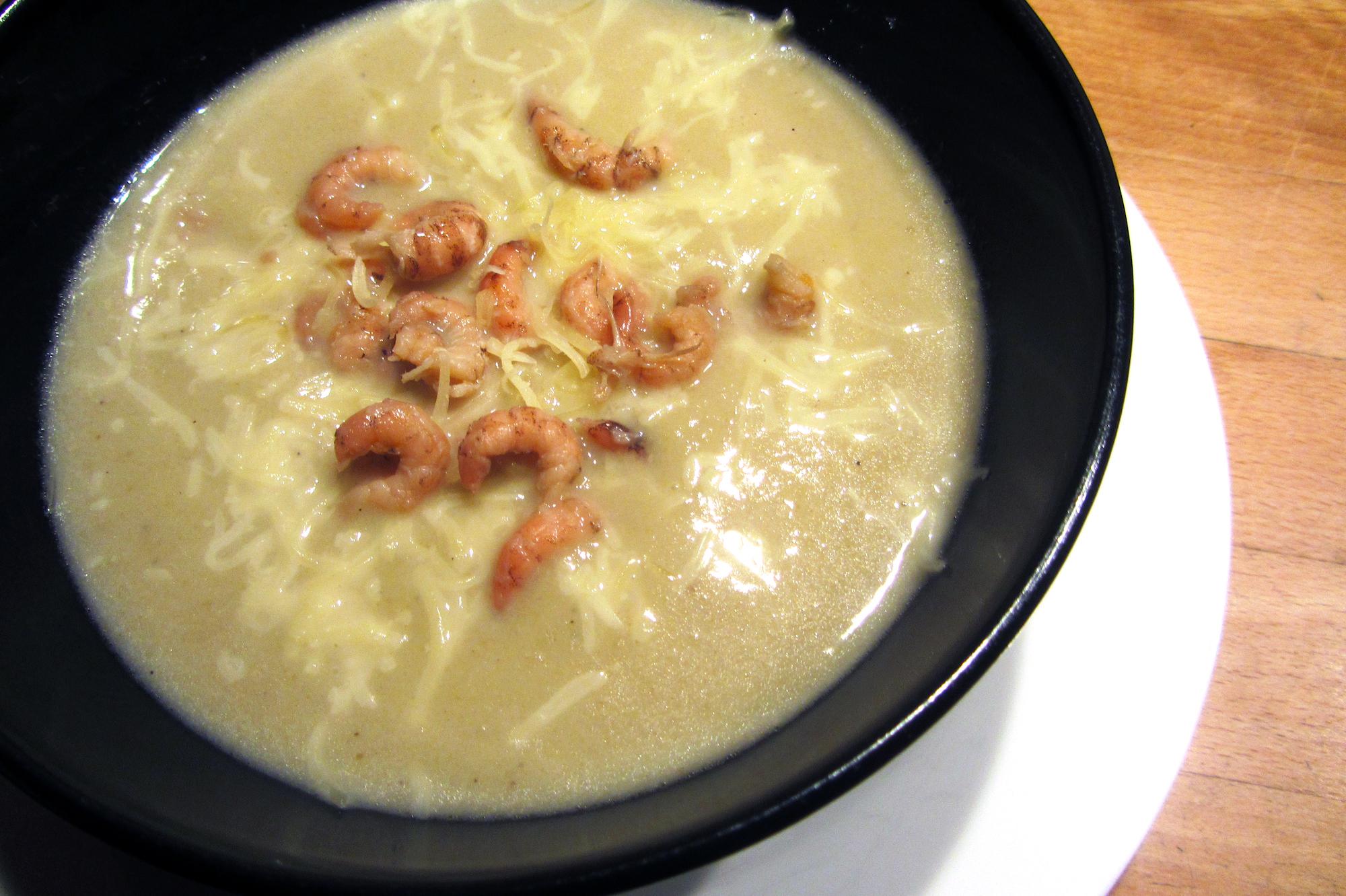 Witloofroomsoep met grijze garnalen