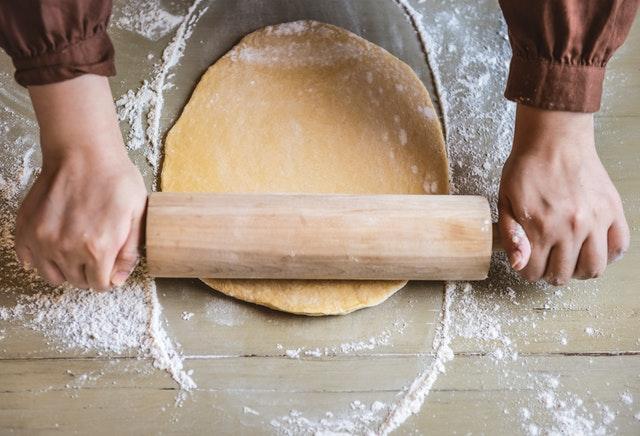 Waarom zijn 'Bake Off Vlaanderen' en 'Heel Holland bakt' zo populair?