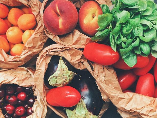 Seizoensgroente en fruit in de zomer